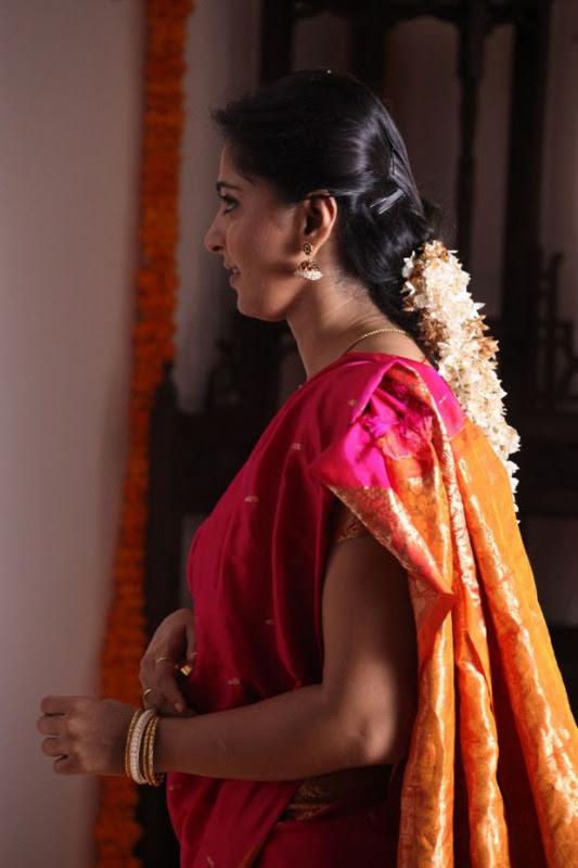 anushka hot photos in siva thandavam 12 Anushka Hot Photos in Siva Thandavam