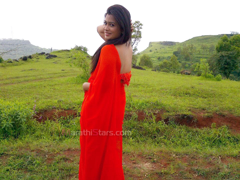 http://marathistars.com/wp-content/uploads/2013/02/Marathi-actress-Ruchita-jadhav-in-saree.jpg