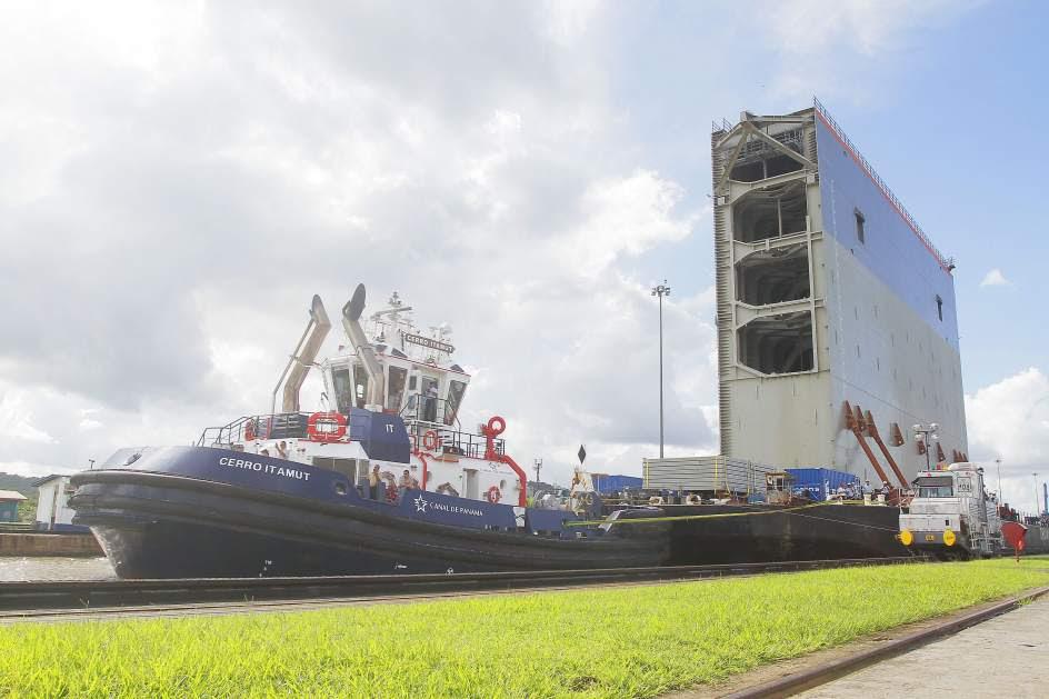La nueva compuerta del Canal de Panamá llega al Pacífico