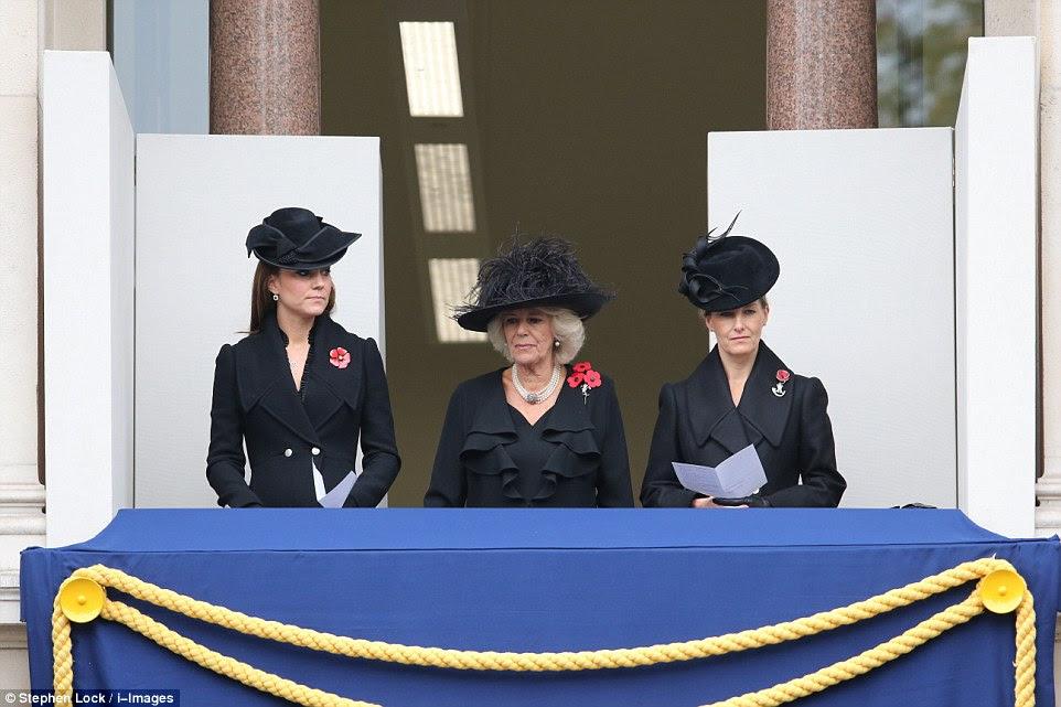 Obchody Dnia Pamieci w Londynie / Ksiaze William i Kate w Walii.