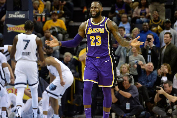 5611399b2e4 LeBron James says Lakers  wrong franchise  for distracted players