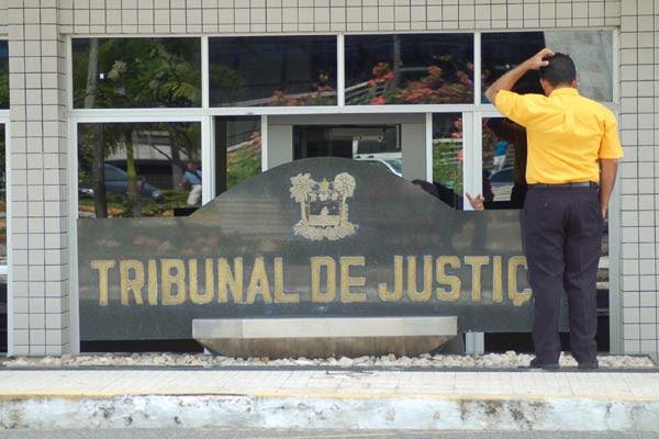 Desde o ano de 2008, servidores do Tribunal de Justiça do Rio Grande do Norte recorrem à Justiça para ter direito a receber gratificações que elevam em 100% os salários pagos