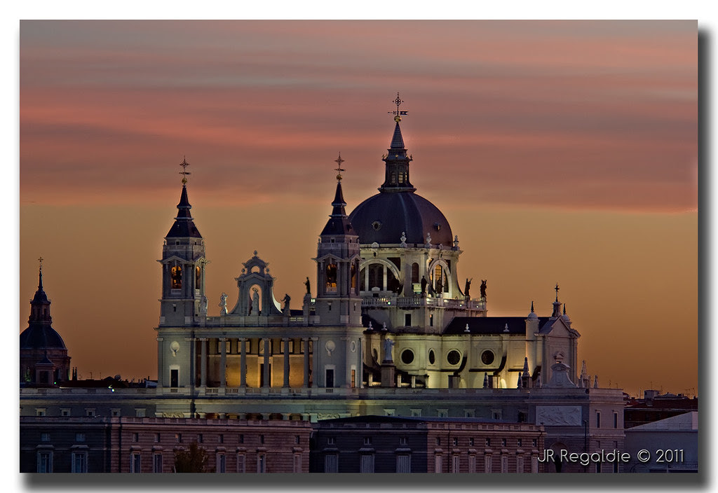 La Almudena en la puesta de sol by JR Regaldie Photo