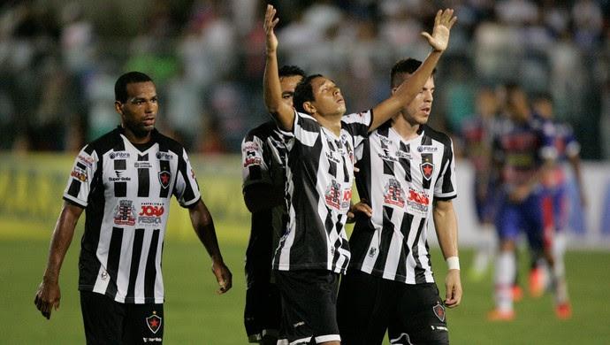 Chapinha gol Fortaleza x Botafogo-PB Copa do Nordeste PV (Foto: Bruno Gomes/Agência Diário)