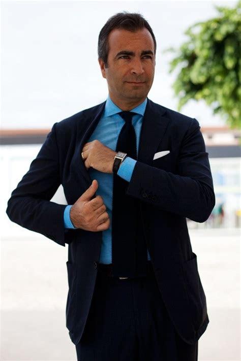 color shirt  tie   wear   navy blue suit