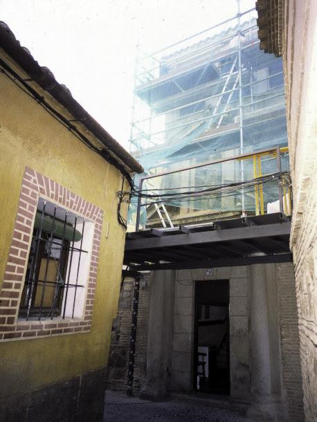 Obras de restauración de la Portada de San Torcuato. Cortesía de José María Moreno