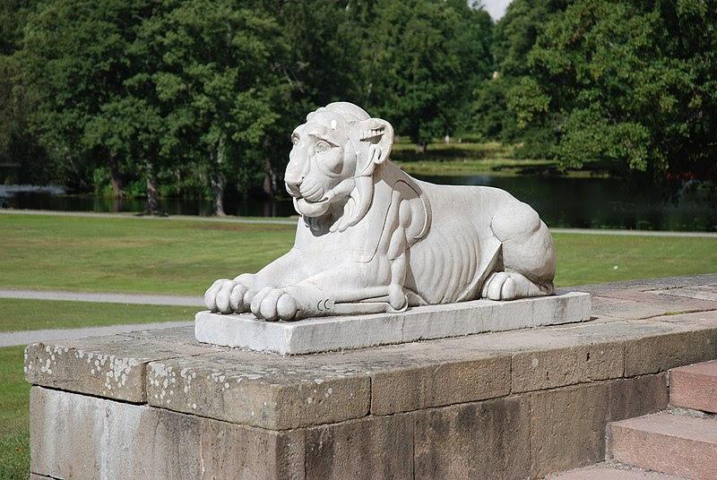 File:Drottningholm lejon slottsteatern.JPG