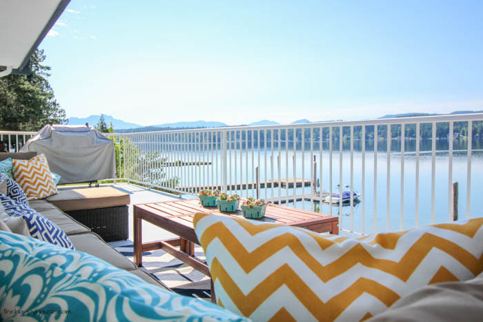 You have to check out this beautiful lakefront deck tour- so many colorful summery touches-22