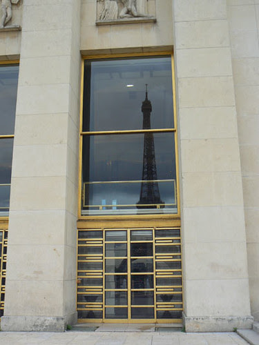 la tour eiffel et son reflet.jpg