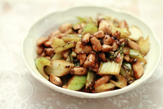 Mushroom & Celery in Black Pepper Sauce