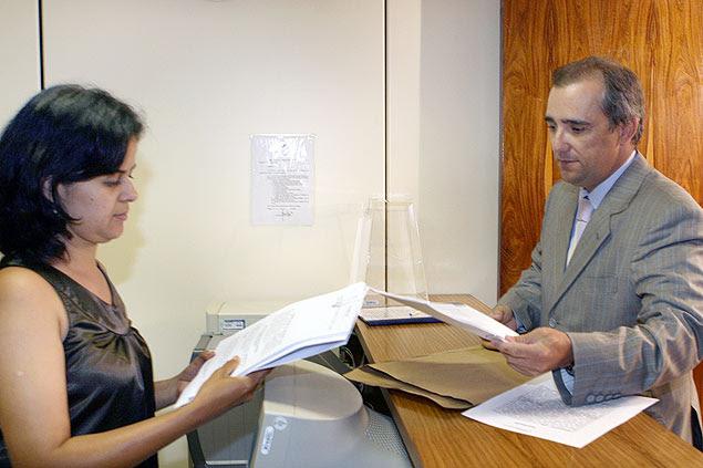 Admar Gonzaga, advogado do DEM, protocola ação contra o presidente Lula, no TSE - 31/03/2008 Foto:Nelson Jr./ASICS/TSE