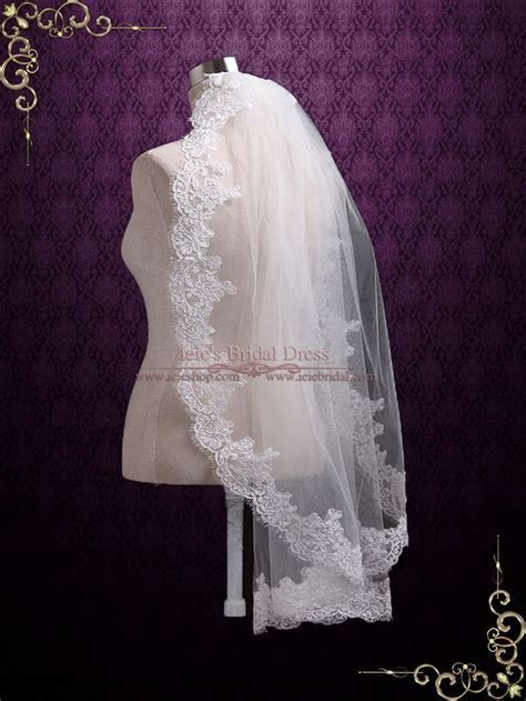 Best 25  Lace wedding veils ideas on Pinterest   Lace vail