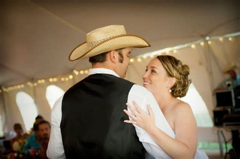 The Best Country First Dance Songs to Play at Your Wedding