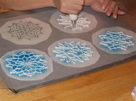 Dreaming Wedding Cake: Blue and white Snowflake Garnish
