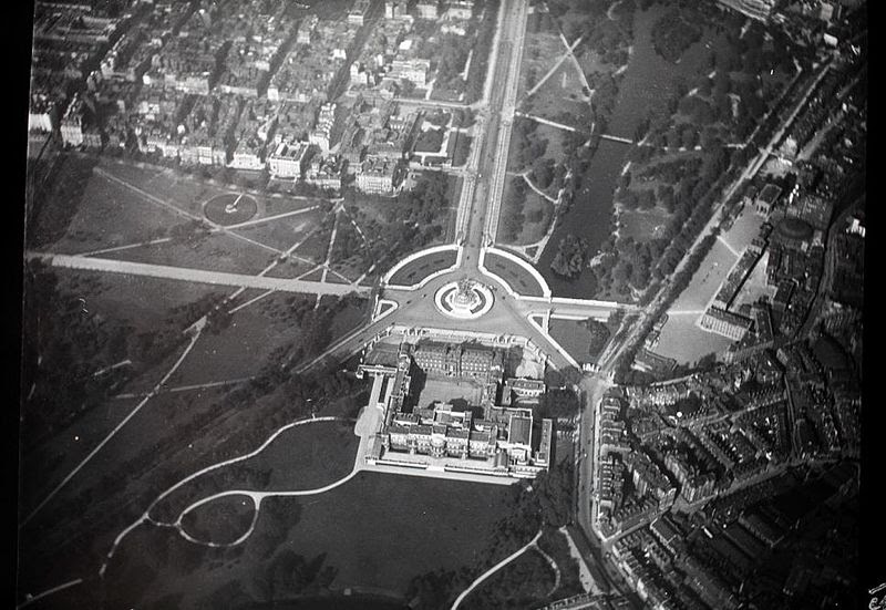 File:Bird Eye Pictures of London Buckingham Palace 1909.jpg