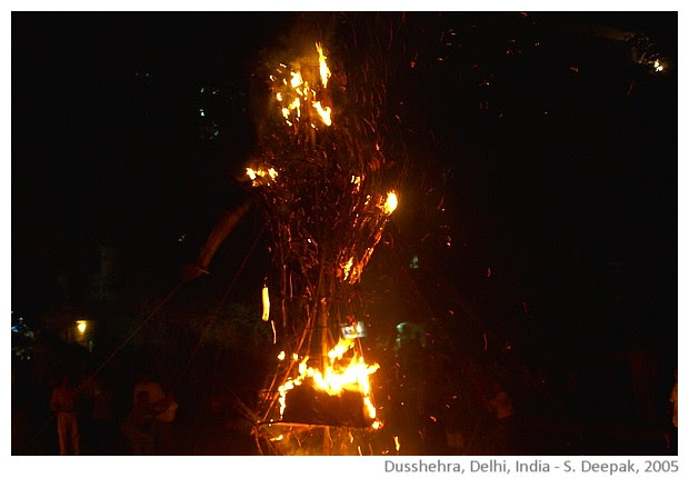 Dushhera, Delhi, India - images by Sunil Deepak, 2005