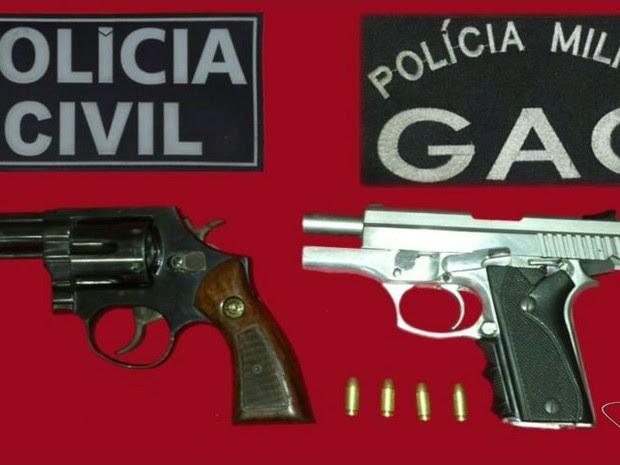 Foram apreendidos armas, cartuchos de balas intactas e já usados na operação da última terça-feira (25) (Foto: Reprodução/TV Gazeta)