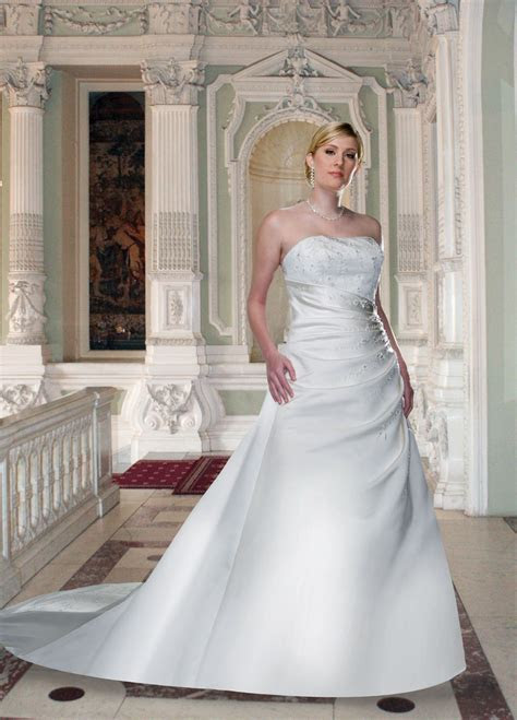 Style #8220 Full Figured   DaVinci Wedding Dresses
