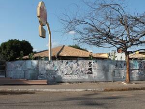 Restaurantes fechados servem como pontos de consumo de drogas (Foto: Taisa Alencar/G1)