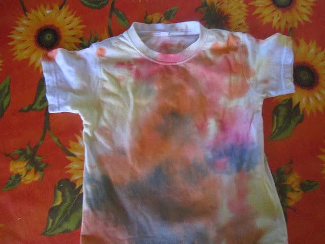 maglietta pasticciata con i colori, attivita' bambini, feste di compleanno