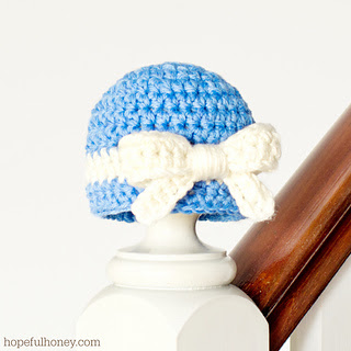 Darling_newborn_hat___bow_crochet_pattern_2_small2
