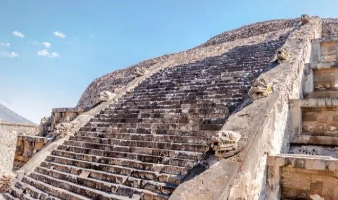 Под мексиканской пирамидой найдено сохранившееся подношение Богу-Змею 2000-летней давности