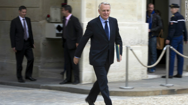 France's newly-appointed Prime Minister, Jean-Marc Ayrault arrives for the first cabinet meeting.