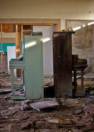 Pianos abandonados em Desert Center