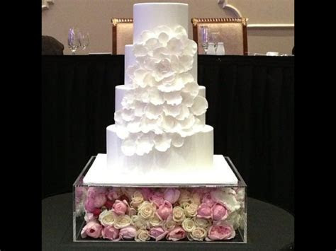 Beautiful perspex box to raise the cake and decorate to