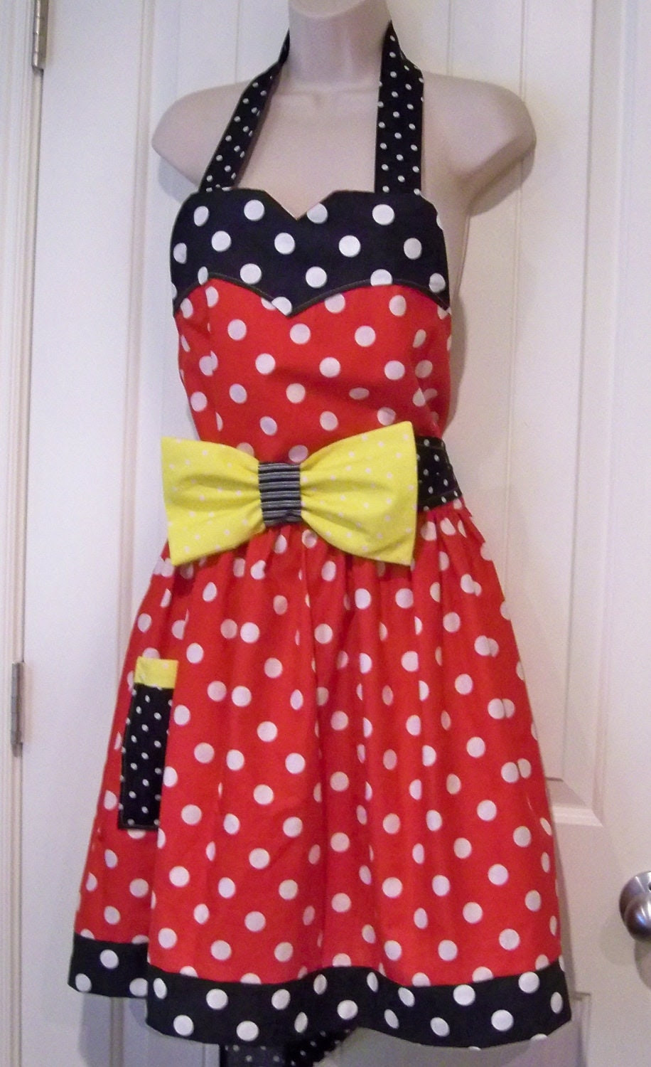 Womens Legends Minnie Mouse  Apron  Christmas Present