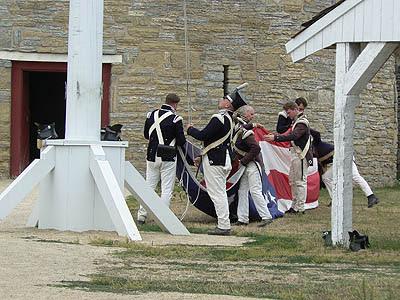 on affale le drapeau à Fort Snelling.jpg