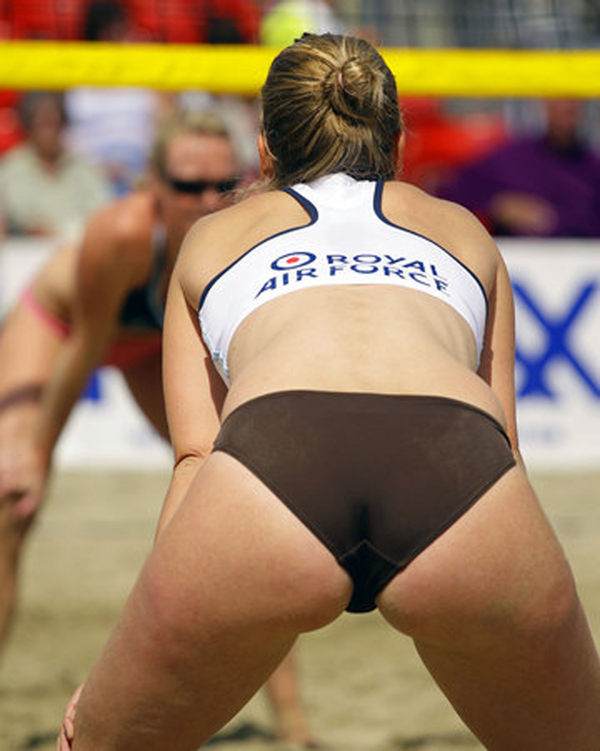 http://upload.wikimedia.org/wikipedia/commons/4/47/Beach_Volleyball_Classic_2007_(1443403841).jpg