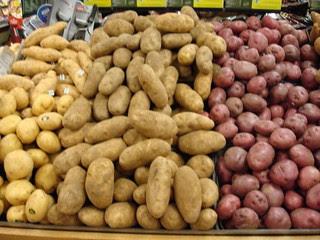 patatas con su cáscara o piel