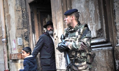French soldier guards synagogue (illustration)