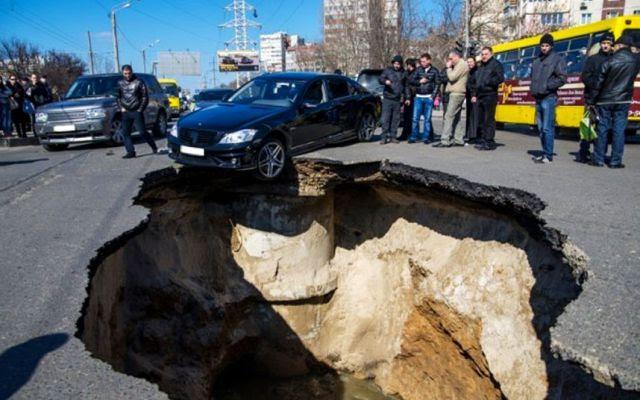 Russian City Eaten Alive! Sinkholes Ravage Samara, Russia