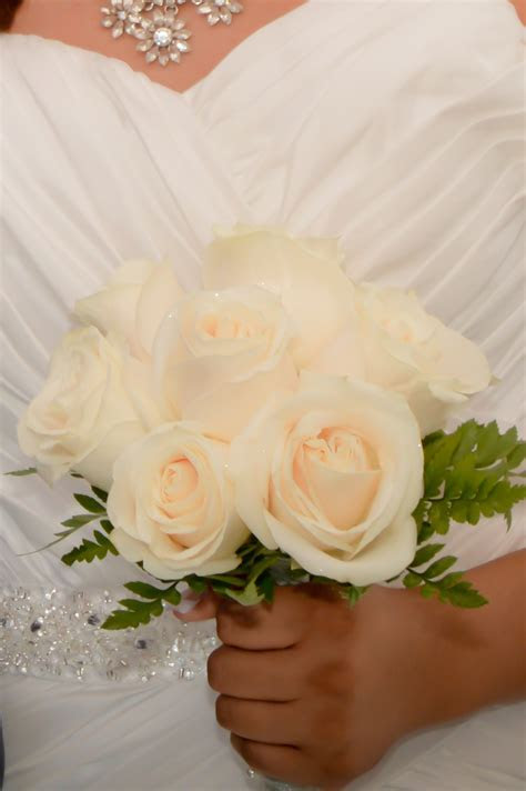 Nine Rose Hand Tied Bridal Bouquets   Las Vegas Weddings