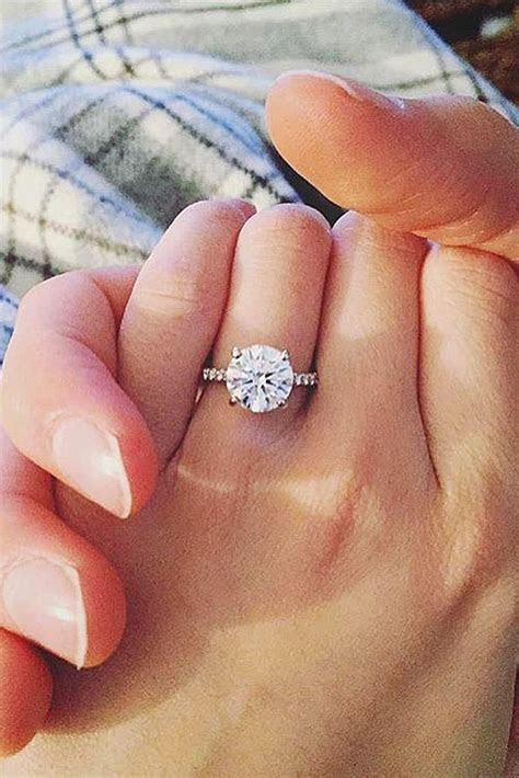 Best Engagement Ring Shape For Fat Fingers   Engagement