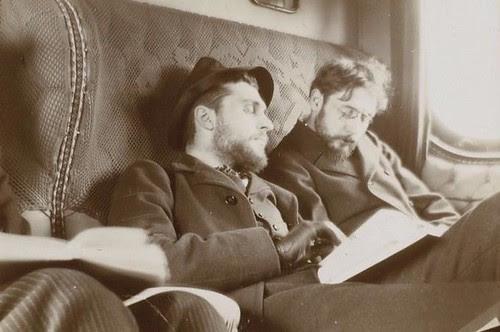 Pierre Bonnard (al fondo) y Antoine Bibesco en el tren viajando por España en el invierno de 1901. Fotografía del príncipe de Rumanía Emmanuel Bibesco. Museo D´Orsay.