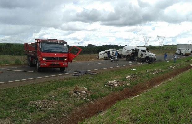 Quadrilha rouba dois carros-fortes na BR-153, entre Morrinhos e Goiatuba, em Goiás (Foto: Arquivo Pessoal/Luciano )