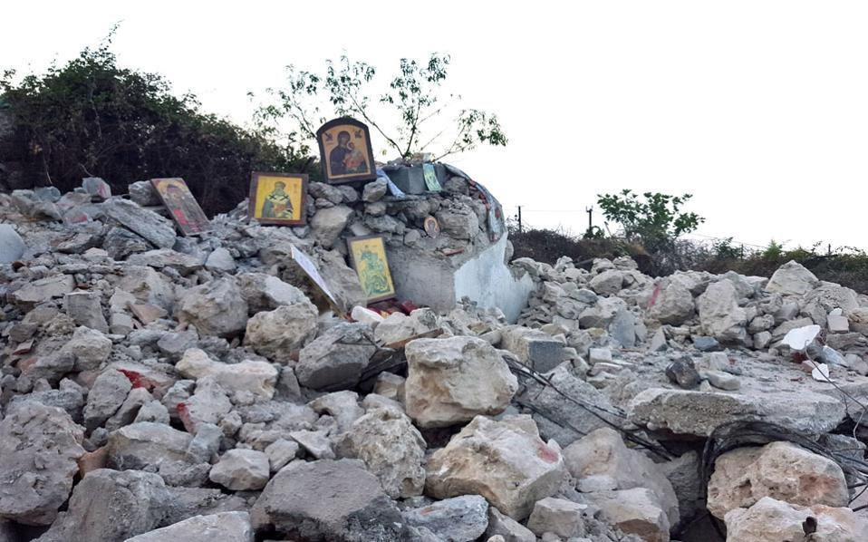 Το γκρέμισμα από τις αλβανικές Αρχές του ναού του Αγίου Αθανασίου στους Δρυμάδες Χειμάρρας προκάλεσε έντονες αντιδράσεις από την πλευρά της χριστιανικής κοινότητας της Αλβανίας και συσσώρευσε και άλλα σύννεφα στις ήδη αρνητικά φορτισμένες ελληνοαλβανικές σχέσεις.