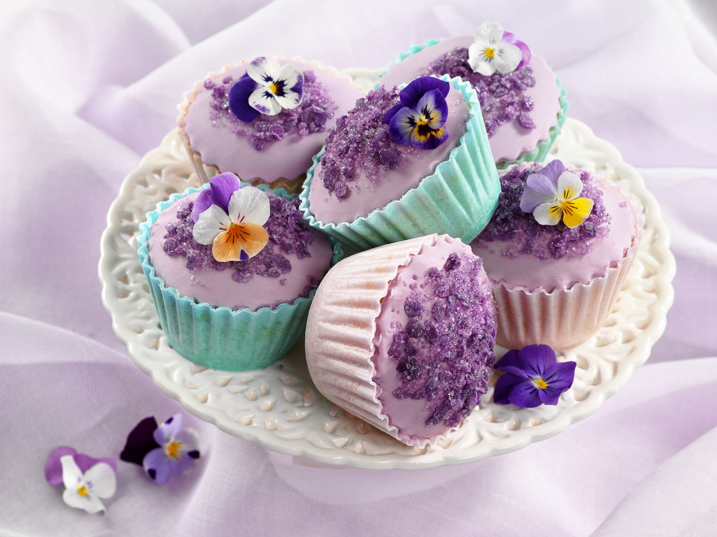 photo Violet and lemon cup cakes_zpss3vdojqn.jpg