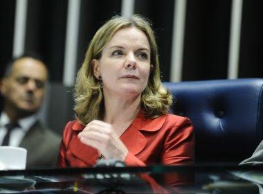 Gleisi não vai ao Senado nesta quinta e cogitou pedir licença do mandato, diz jornal