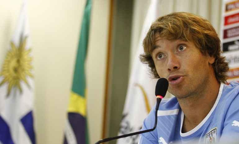 Diego Lugano critica estrutura encontrada pelo Uruguai ao chegar no Recife