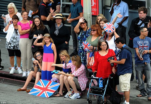 Royal snail  Kate races ahead with her painting at Inner-City Arts  campus whilst William is slow off the mark  13