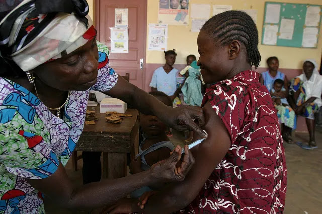 A woman receives a tetanus vaccine at the Pissa health centre in Central African Republic, January 2008. Credit: Pierre Holtz for UNICEF/HDPTCAR.