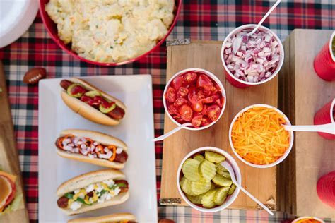 The 5 Things that Make a Tailgate Super Simple   Evite
