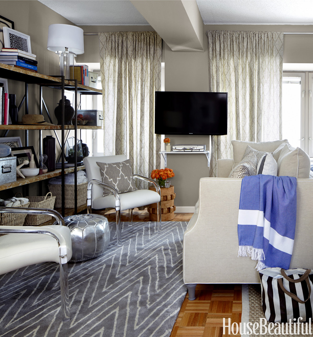 Small Living Room Decorating Ideas - How to Arrange a ...