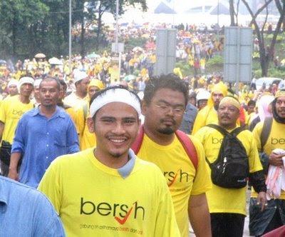 Gabungan Pilihanraya Bersih dan Adil (Bersih) tidak mahu lagi berbaju kuning, ia akan melancarkan kempen berbaju hitam sempena membantah sidang DUN Perak, Khamis ini