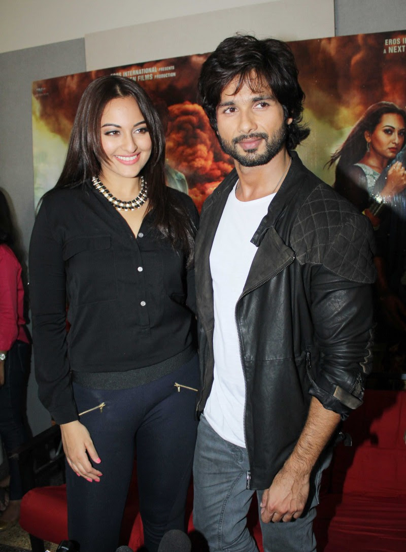Shahid-Kapoor-And-Sonakshi-Sinha-Promoting-R-Rajkumar-Pictures-Photos-3