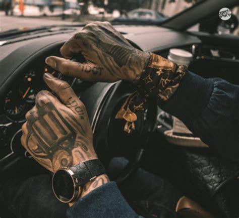 pin na doske gun tattoos